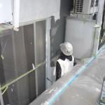 11_5階・上塗り1回目、ローラー施工中